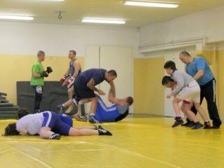 Sekcja zapasów - ćwiczenia rzutów