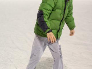 Chłopak na łyżwach